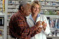 Man_consults_with_pharmacist