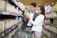 young-couple-shopping-in-supermarket-554989867-594957363df78c537b08a612